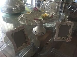Picture frames and porcelain vase set