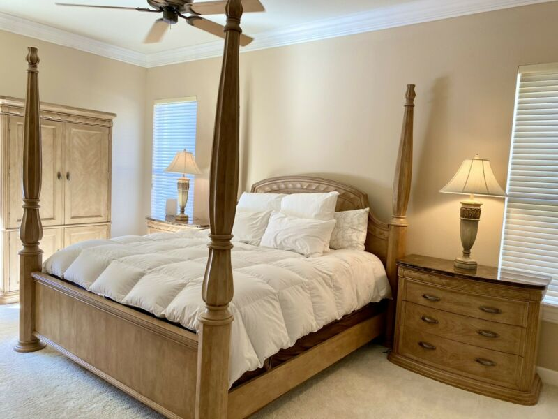 Bernhardt Bedroom Set Furniture - Quality Mint Condition