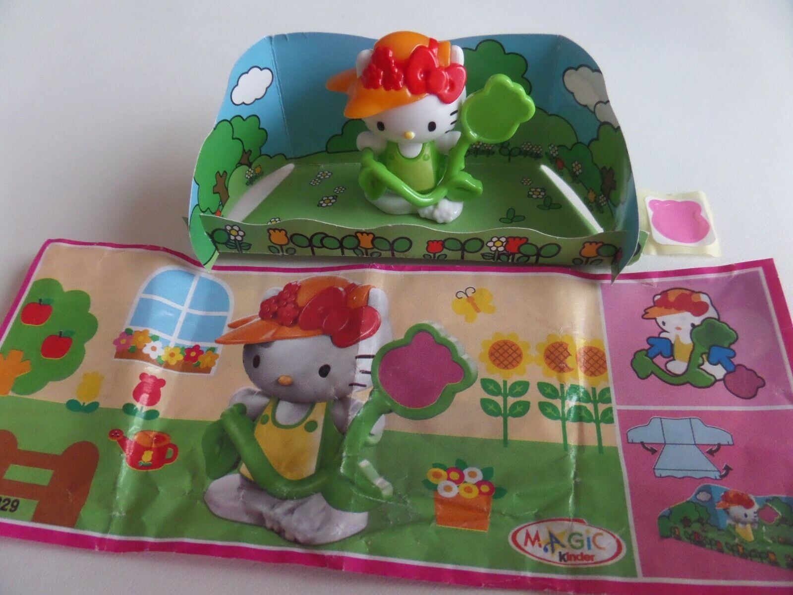 Figurine kinder kitty au jardin - ff 329 + bpz / hello kitty / 2014-2015