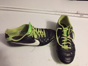 Nike youth6 soccer cleats