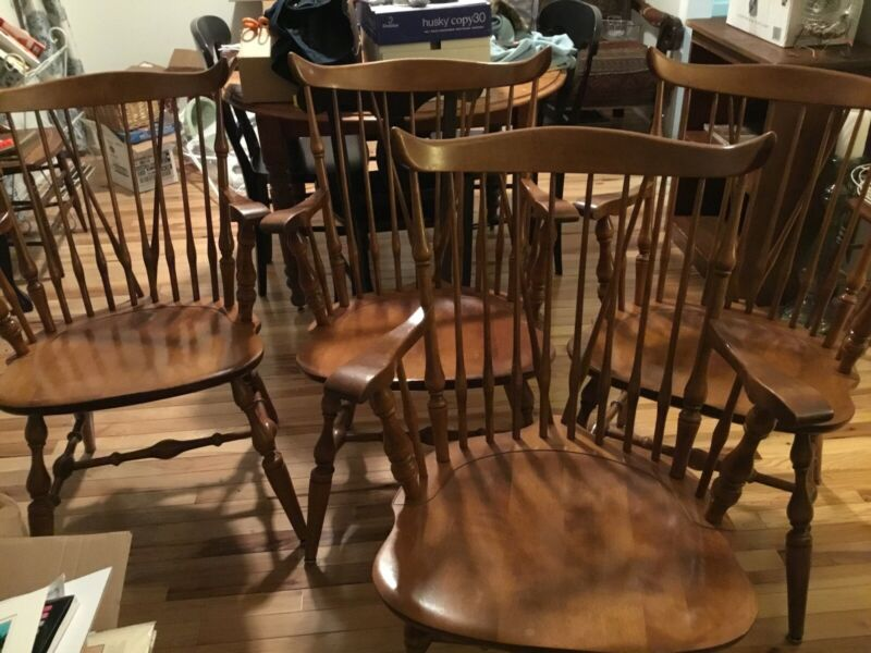 Nichols & Stone Set of 4 Windsor Dining Chairs, 4 captains/armchairs vintage