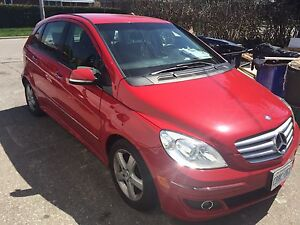Selling 2006 Red Benz B200