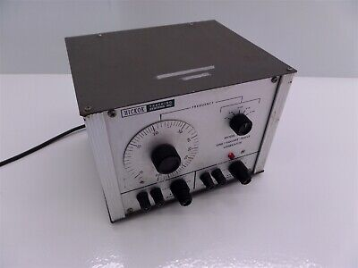 Hickok Teaching Systems Model 4800 Sinesquare-wave Generator