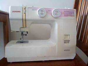 JANOME SEWING MACHINE - GREAT CONDITION CHEAP QUICK SALE Broadmeadow Newcastle Area Preview