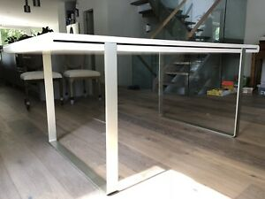 White high gloss table with steel legs seat six