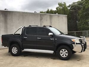 SR5 HILUX 4X4 V6 5 SPEED. FINANCE AVAILABLE!!! Biggera Waters Gold Coast City Preview