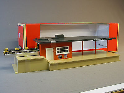 LIONEL OPERATING SOUTHERN PACIFIC FREIGHT TERMINAL package train box NEW 6-37975