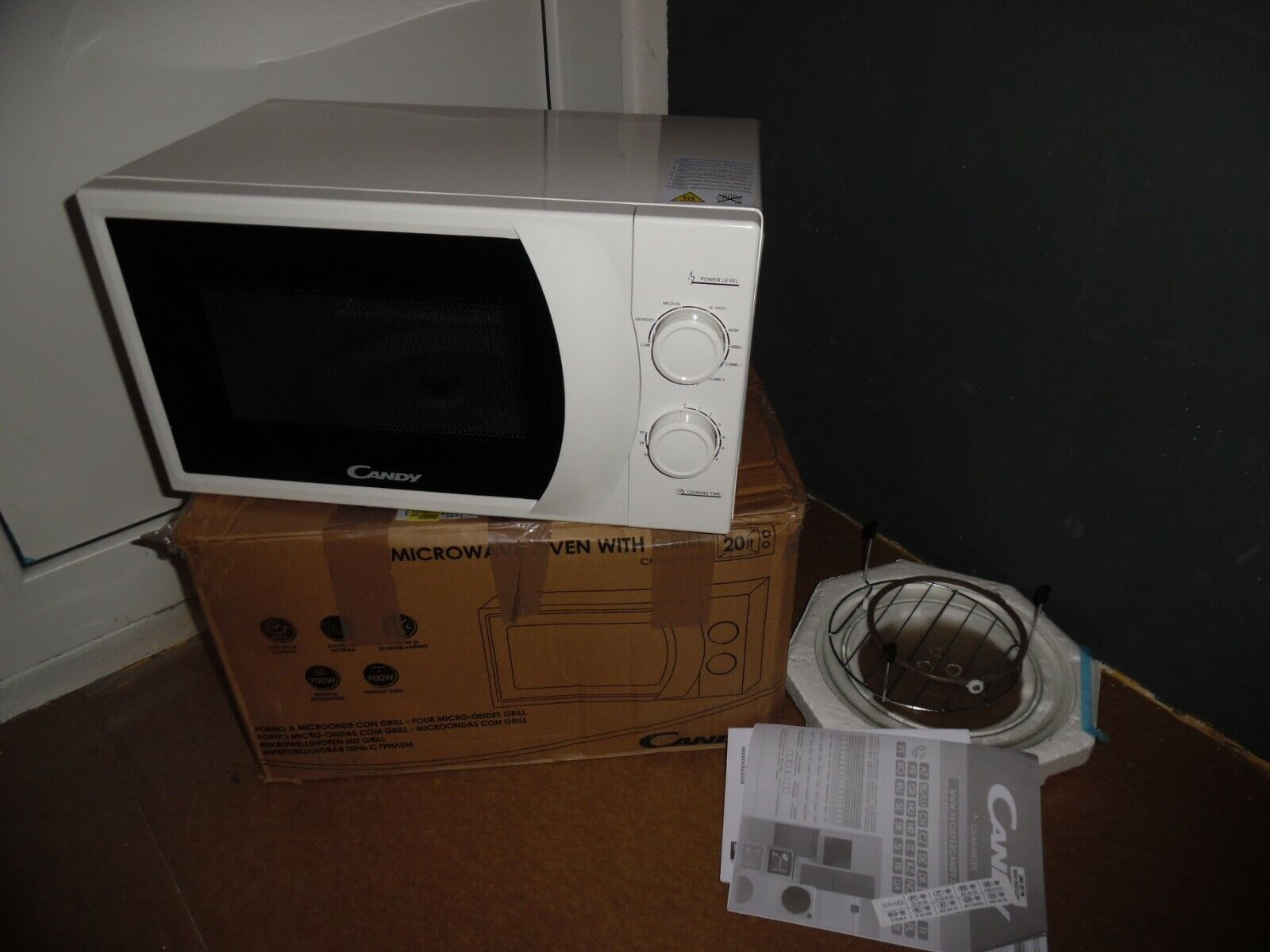 Candy CMG2071M Microonde 700W con Grill 900W, 20 L, Bianco, Timer, 9 Programmi