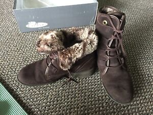 Naturalizer suede winter boots size 6.5