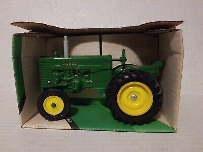 Ertl 1/16 John Deere Modell TRAKTOR #540 Mint in Box ()