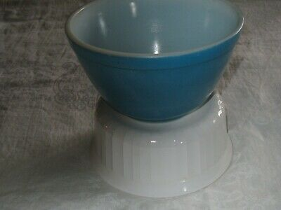 PYREX BLUE MIXING BOWL SMALL #401  OVENWARE USA 1950'S NESTING -