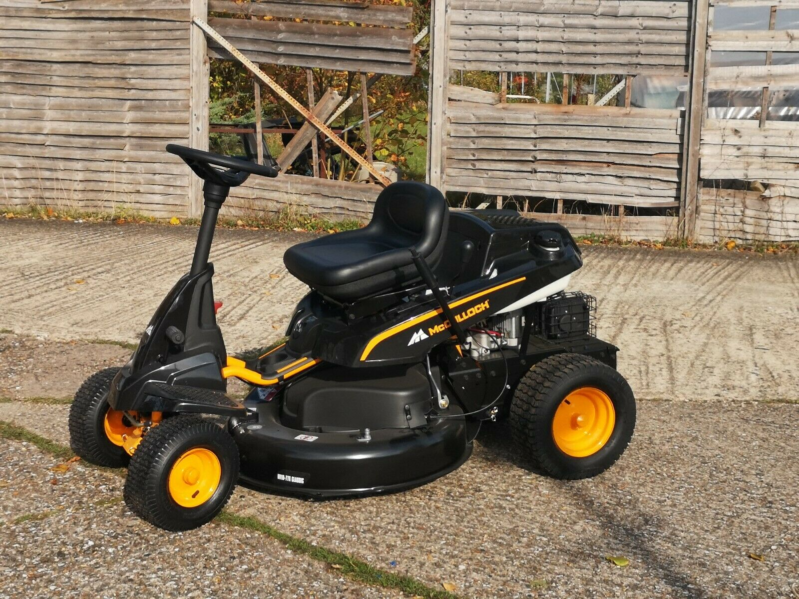 """McCulloch M110-77x Classic Compact ride on Mower 30"""" Cut"""