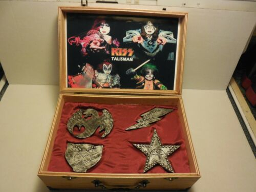 KISS TALISMAN IN WOOD BOX WITH 4 KISS TALISMAN