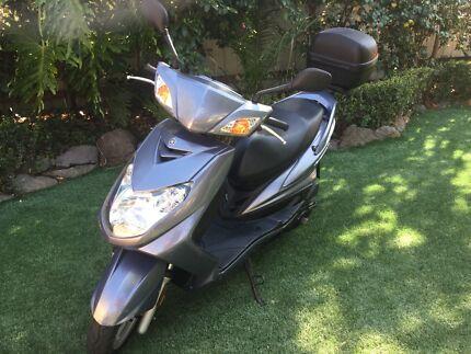 2008 125cc yamaha  scooter