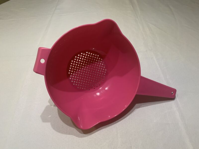 Tupperware Colander Strainer with Handle Pink 8 Cups New