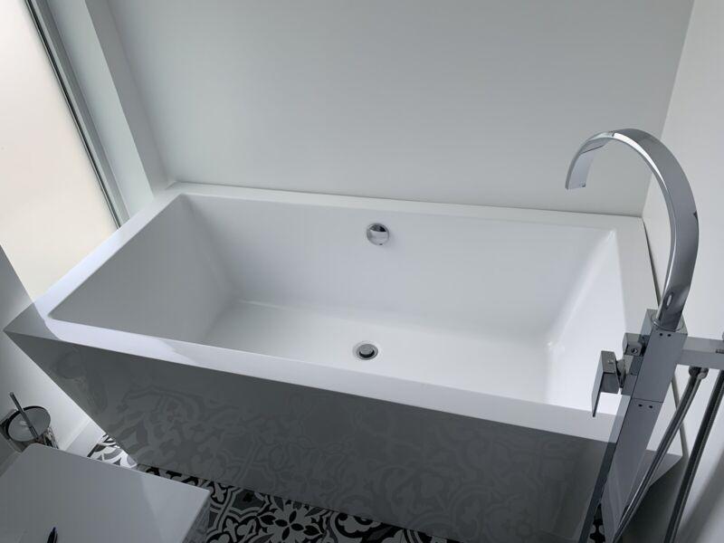 Modern Freestanding Bathtub (local Pickup Only)