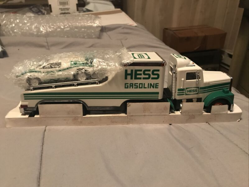 1991 HESS COLLECTIBLE TOY TRUCK AND LAMBORGHINI RACER-NO BOX-EXCELLENT CONDITION