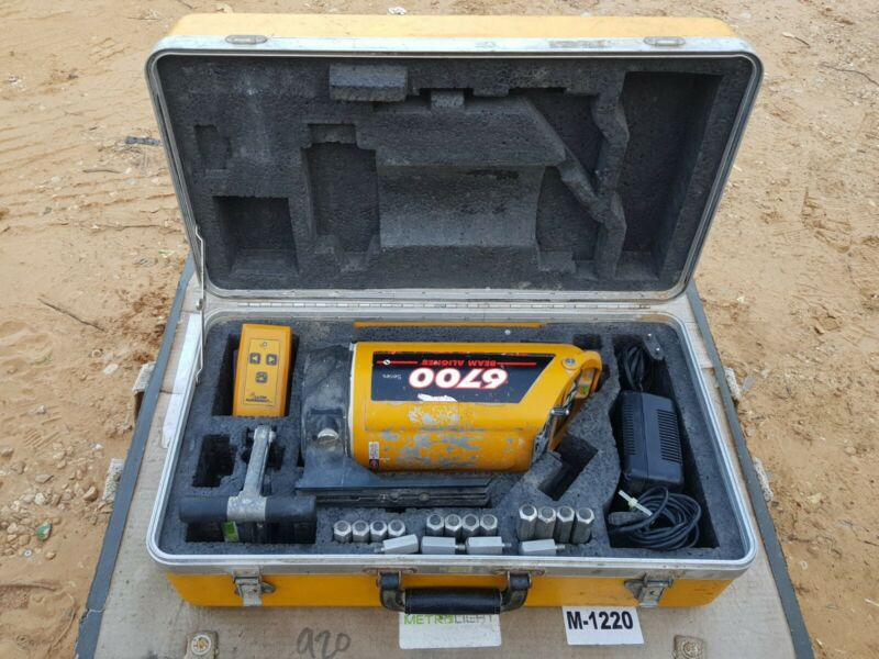 Leica Beam Aligner Laser Alignment BT 6700 Pipe-Laser W/ Case Remote & Target