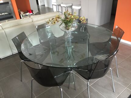 gumtree glass dining table and chairs 1