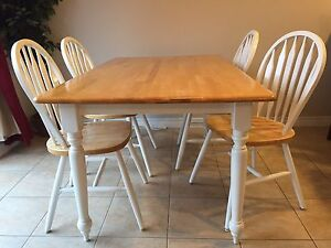 Beautiful solid wood kitchen table with 4 chairs