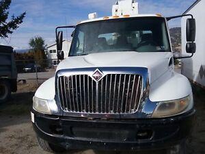 2002 International Crane/Service Truck