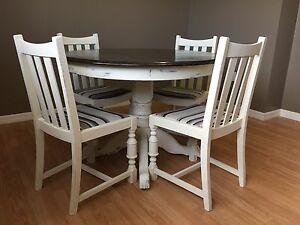 Solid Oak Pedestal Table and Leaf w/ 4 Chairs