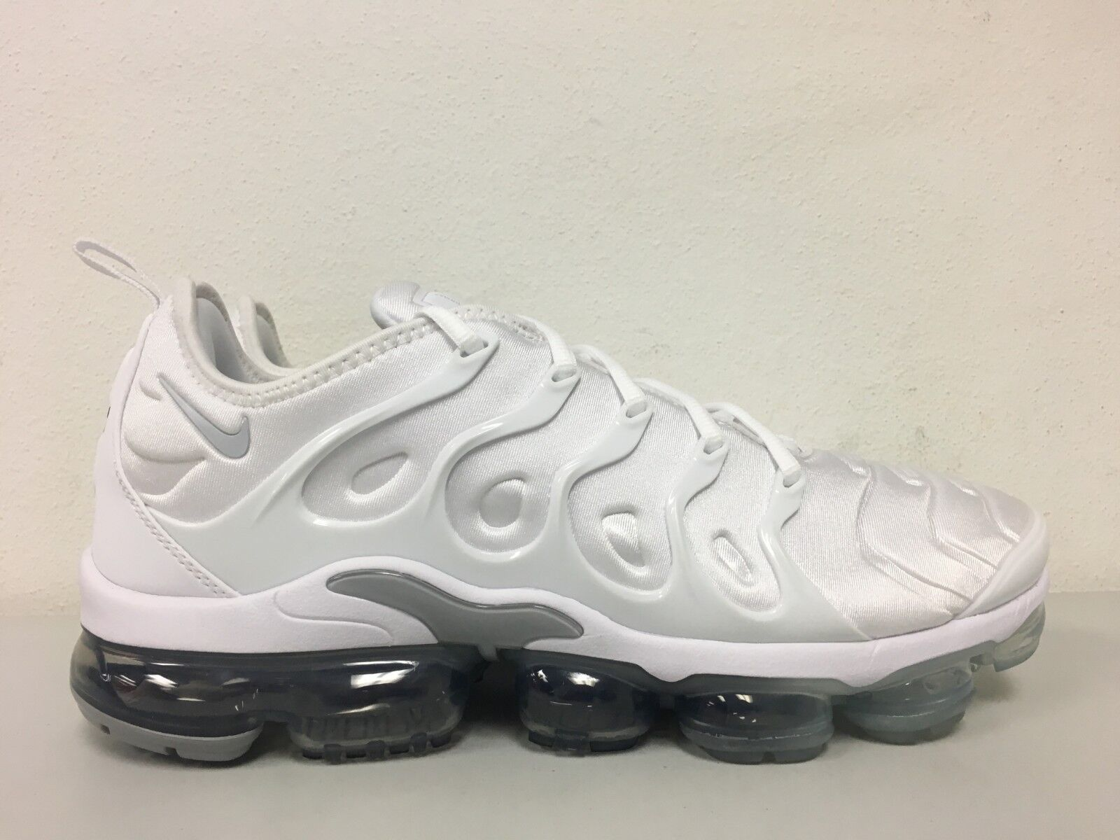 ... Pure Platinum Wolf Grey 924453-102 Mens Size 11 Nike Air Vapormax Plus  White Pure Platinum Wolf Grey 924453-102 Mens Size 11 Nike Air Vapormax Plus  ... ba7cf7035