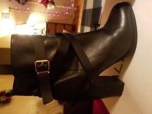 Aldo Black Leather Ankle Booties; Size: 9
