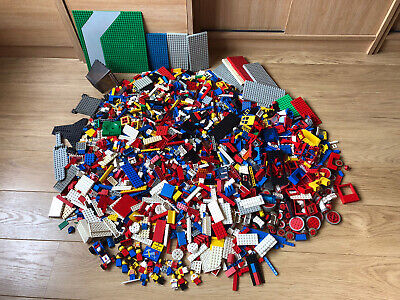 VINTAGE LEGO JOBLOT  6 KG - BRICKS PARTS DOORS BASE PLATES  MINIFIGURES ETC