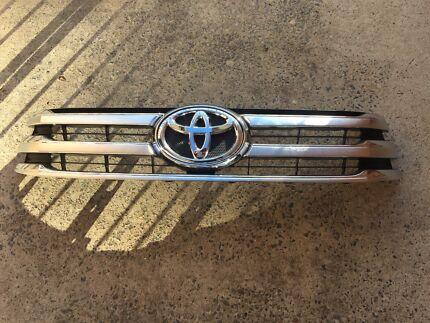 SR5 Toyota hilux chrome grille