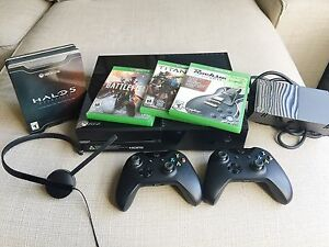 XBOX ONE 500gb + 4games (disc) + 2 controllers