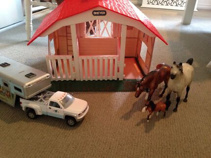 Breyer stable + truck and horse float + 3 horses Skye Frankston Area Preview
