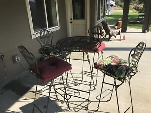 Patio Bistro Table and Chair set