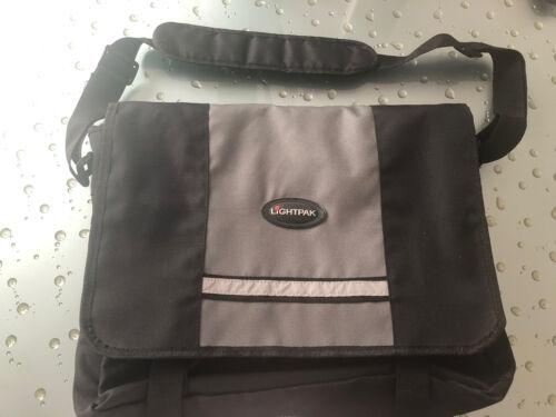 Laptoptasche Mit Herausnehmbarer Gepolsterter Innentasche Von LIGHTPAK - 5,00€