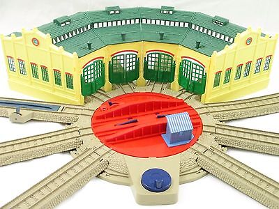 """Thomas Train TRACKMASTER """"TIDMOUTH SHEDS"""" Turntable Roundhouse HiT toy co. EUC!"""