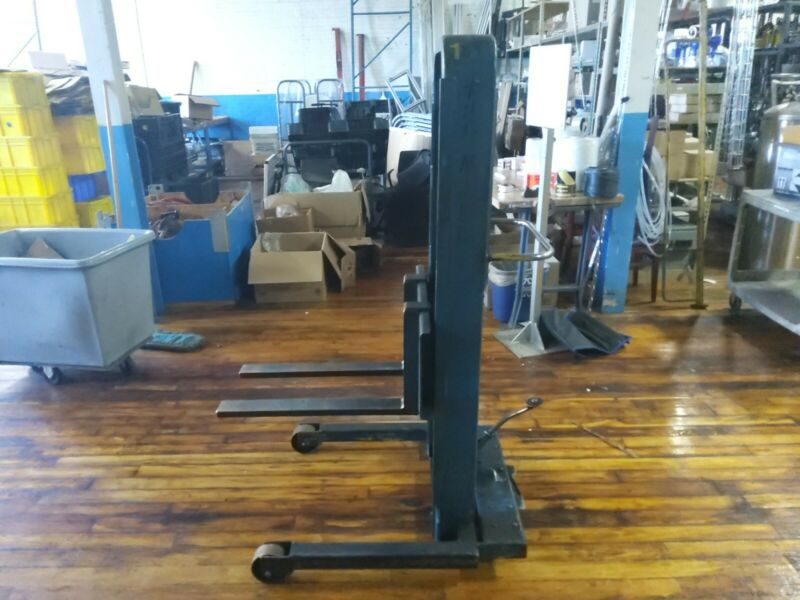 Manual  Stacker Lift (pre-owned)