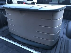 Rubbermaid storage container