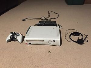 Xbox 360 60gb, controller and headset