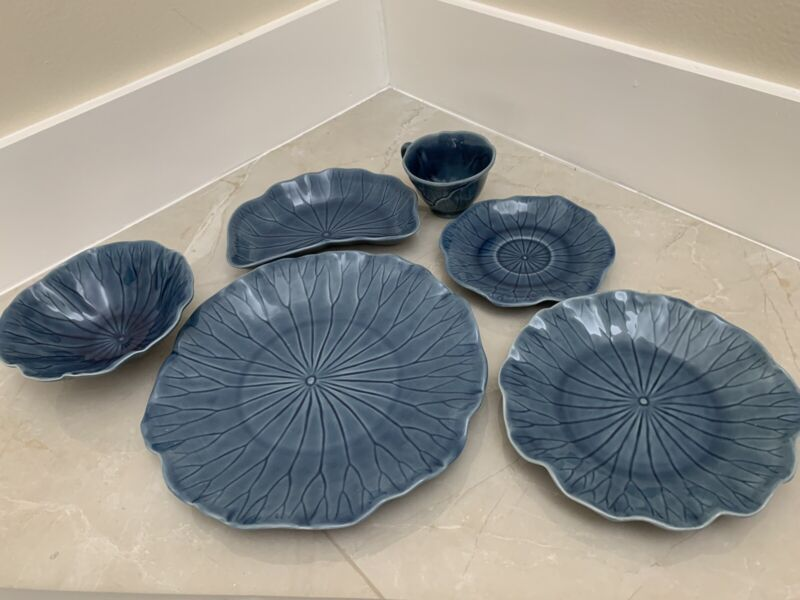 METLOX Poppytrail pottery LOTUS Pattern Blue 6 Piece Place Setting