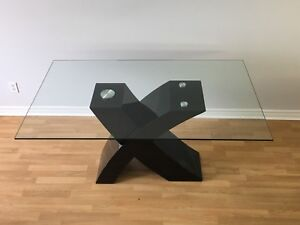 Modern Glass Table + Chairs (table verre + chaises) MOVING SALE