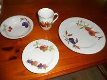 ROYAL WORCESTER EVERSHAM DINNER SERVICE 36 PIECES ALTOGETHER. Engadine Sutherland Area Preview