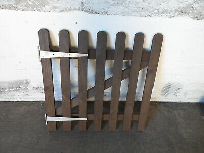 0.9 x 0.9 PAINTED WOODEN PICKET GARDEN GATE C/W GALVANIZED TEE HINGES