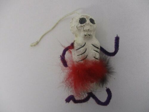 VINTAGE JAPAN PAPER MACHE PIPE CLEANER FEATHER HALLOWEEN SKELETON ORNAMENT