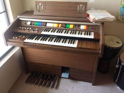 Kawai electric organ Secret Harbour Rockingham Area Preview