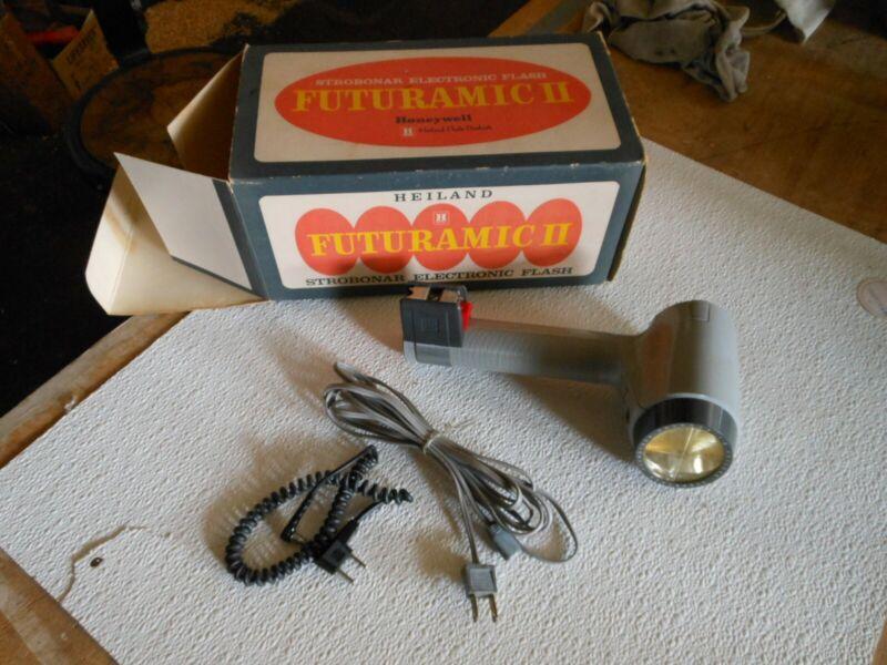 VINTAGE Honeywell Heiland Strobonar Futuramic II Electronic Flash 65A. Rare!!!!