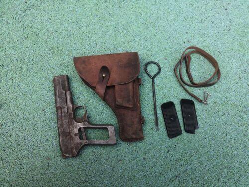 Original post WW2 DDR East Germany Tokarev TT-33 leather holster set!
