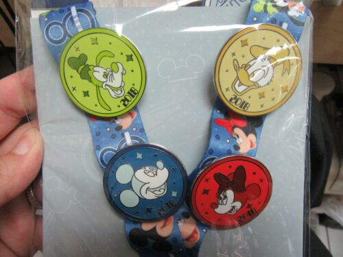 2018 STARTER PIN SET with 4 Disney Pins Pin and LANYARD New Mickey Minnie Donald
