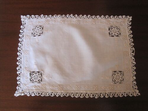 8 VINTAGE ANTIQUE IVORY WHITE LINEN PLACEMATS RETICELLA NEEDLE LACE EMBROIDERY