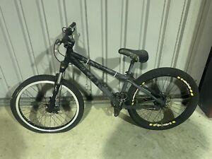 Giant STP Hard Tail Mountain Bike
