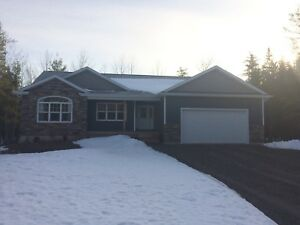 Beautiful Bungalow minutes from Riverview